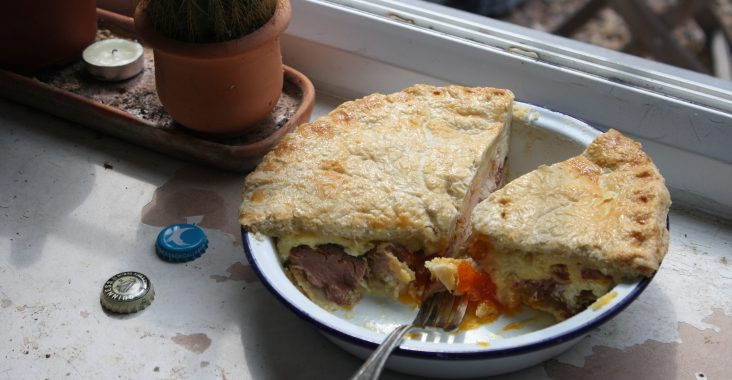 Egg, ham and cheese pie with a shortcrust pastry